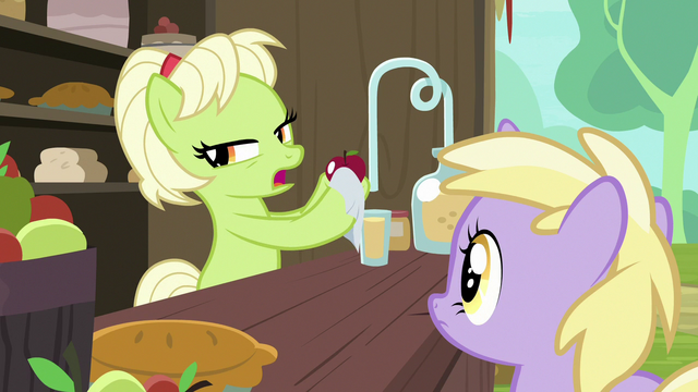 File:Young Granny Smith polishing an apple S7E13.png