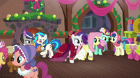 Flutterholly and Merry hears knocking and heads to the door S06E08