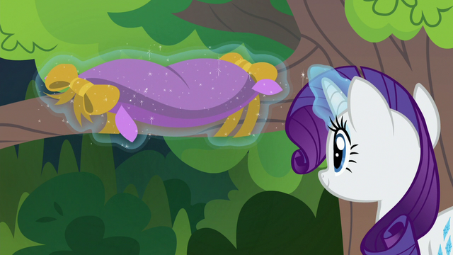 File:Rarity tying a pillow around a tree branch S7E5.png