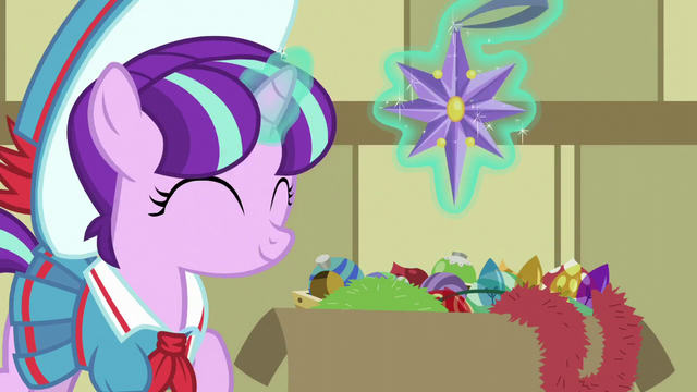 File:Young Snowfall levitating a star ornament S6E8.png