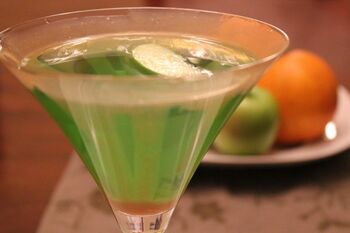 Appletini cocktail