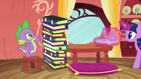 Spike counting the number of books S3E09
