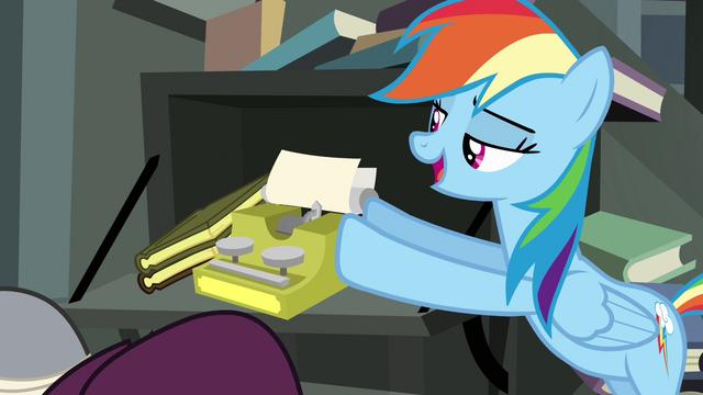 File:Rainbow Dash pushing typewriter S4E04.png