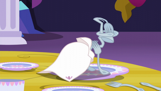 File:Silverware sculpture of Trixie S6E6.png