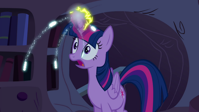 File:Twilight's magic charged S4E26.png