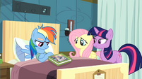 Twilight convincing Rainbow Dash to read S2E16