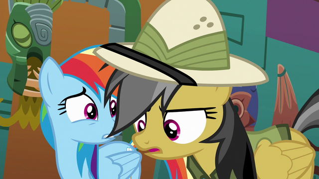 File:Daring Do looking for an escape route S6E13.png