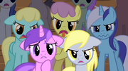 Ponies don't like Fluttershy's performance S01E20