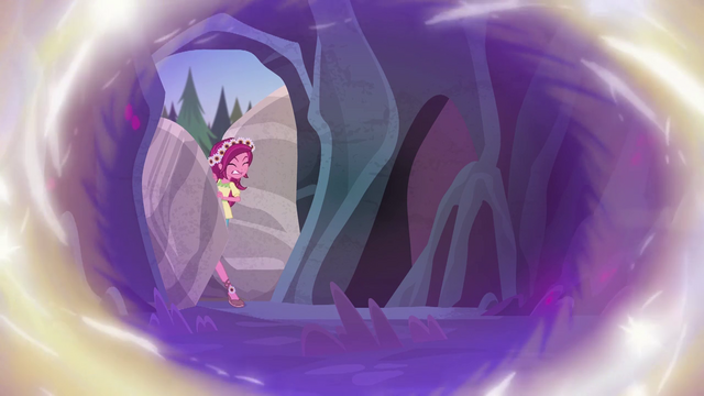 File:Gloriosa Daisy squeezing past the boulders EG4.png