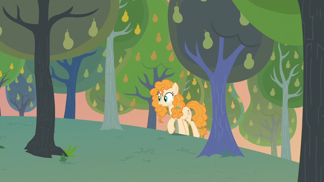 File:Pear Butter discovers field with no weeds S7E13.png