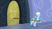Rainbow tries to pull the leash away S5E5