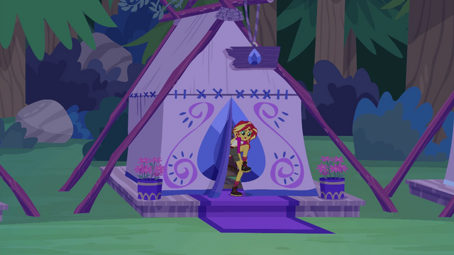 File:Sunset Shimmer putting on her boots EG4.png