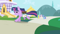 Twilight Sparkle running S01E01