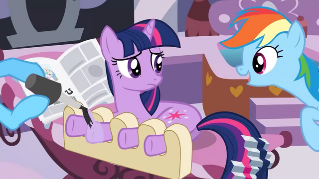 File:Twilight getting a hooficure S2E23.png