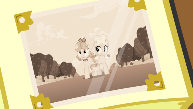 File:Granny Smith and her cousin Apple Rose S3E08.png