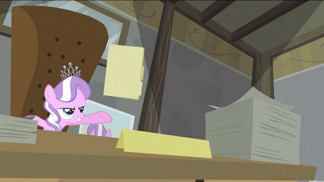 File:Diamond Tiara throwing file S2E23.png