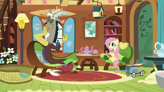 File:Discord stuffing sandwich into his mouth S7E12.png