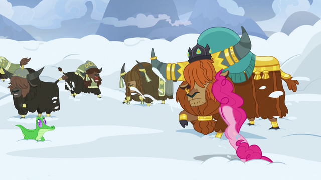 File:Pinkie Pie starts drilling through the snow S7E11.png