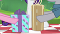 Pinkie and Maud Pie swap gifts S6E3.png
