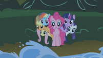 Ponies poking out from behind Pinkie S1E02