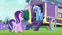 Trixie levitating a rolled-up poster S6E6