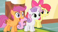 Scootaloo sees Rainbow Dash S01E23