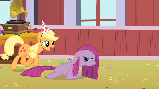 File:Applejack and Pinkie3 S01E25.png