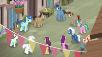 Villagers see Starlight and Trixie have vanished S6E25