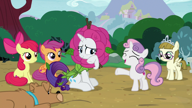 File:Sweetie Belle forgiving Rarity S7E6.png