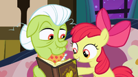 Apple Bloom points to a picture in the album S3E08