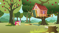 CMC looks at their now-occupied clubhouse S3E04