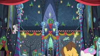 Ponies decorating the interior of the Castle of Friendship S06E08