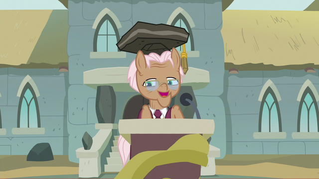 File:Rusty Tenure addressing the audience S7E4.png