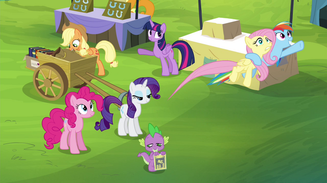 File:Rainbow flies off with Fluttershy S4E22.png