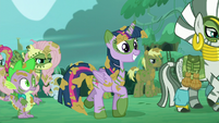 Twilight walking and smiling S5E26