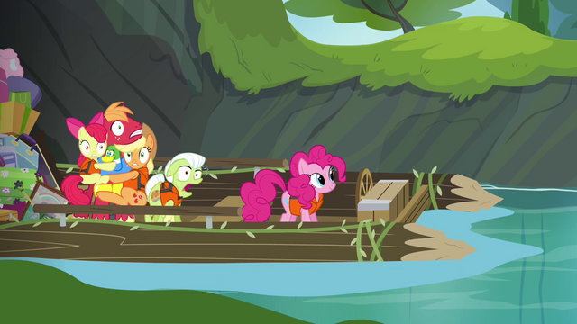 File:Apples frozen and Pinkie humming S4E09.png