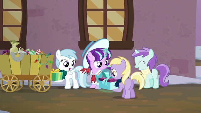 File:Young Snowfall giving gifts to her friends S6E8.png