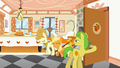 Filly Applejack walking in S1E23.png