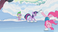 Twilight skating for the first time S1E11