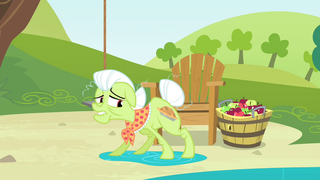 File:Granny Smith manages not to slip S4E20.png