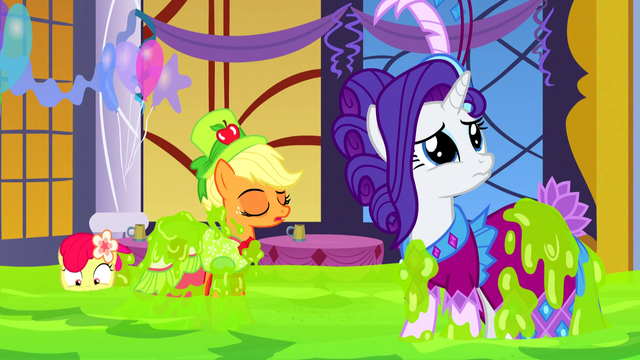 File:Rarity looking sad S5E7.png