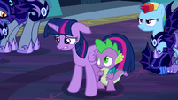 Twilight looks nervous S5E26