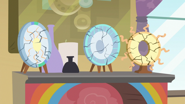File:Windy Whistles' Celestia plates start to crack S7E7.png