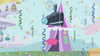 Pinkie inside a photo booth S1E03