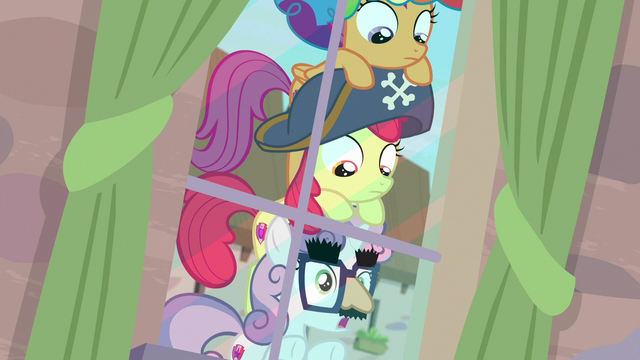 File:Sweetie Belle making a realization S7E8.png