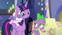 Twilight looks lovingly at Flurry Heart S7E3