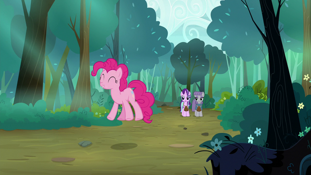 File:Pinkie Pie hops happily down the road S7E4.png