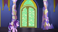 Starlight opening a castle door S6E1