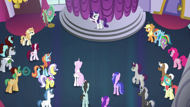 File:Crowd of ponies listening to Rarity S5E14.png