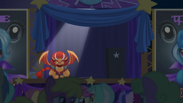 File:Audience in worried confusion S6E6.png